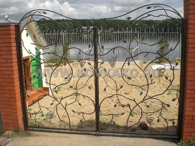 От Ковка КД растительные элементы в кованых воротах
