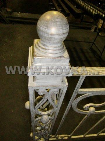 От Ковка КД кованый столб к балконному ограждению