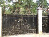 Кованые ворота, загородный дом