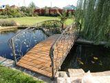 Кованый мостик через пруд